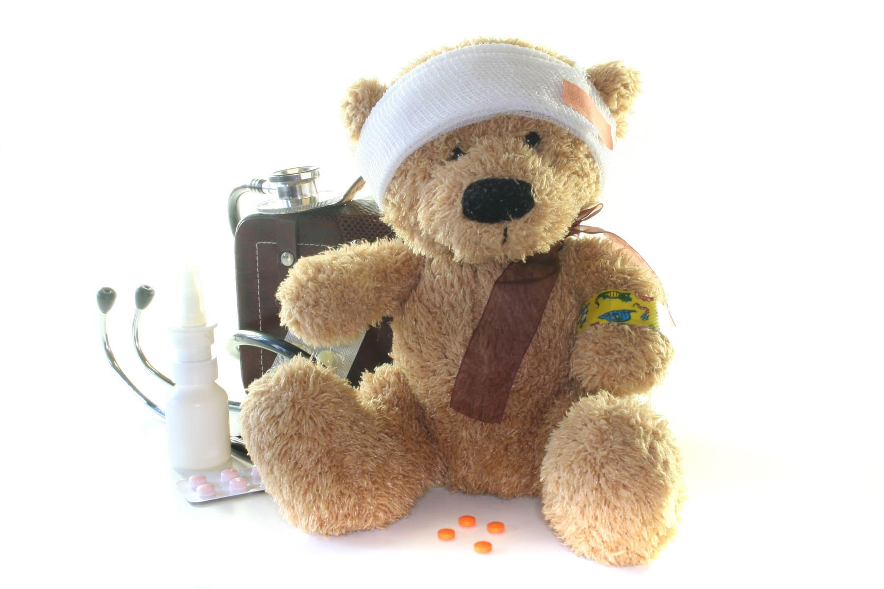 Teddy mit Reiseapotheke